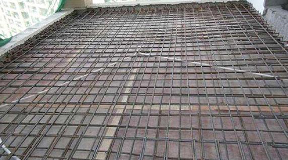 当现浇楼板提高承重时,如何加固施工?
